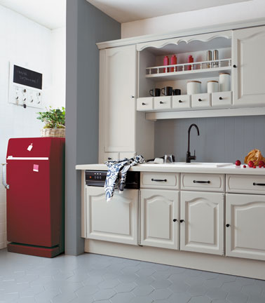 cuisine grise et rouge repeinte avec r novation cuisine v33. Black Bedroom Furniture Sets. Home Design Ideas