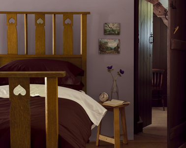 id e d co chambre violet et meuble ch ne fonc. Black Bedroom Furniture Sets. Home Design Ideas