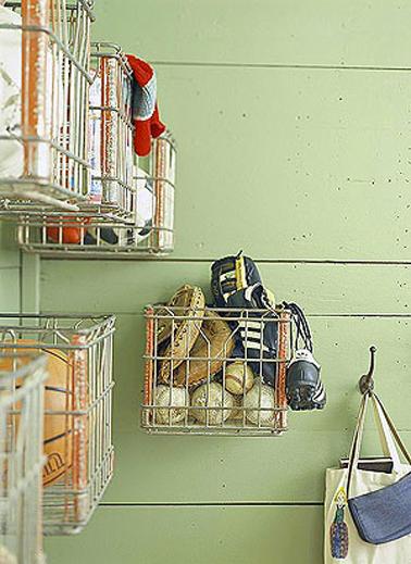 paniers rangement dans chambre enfant fixés au mur une solution pratique et gain de place