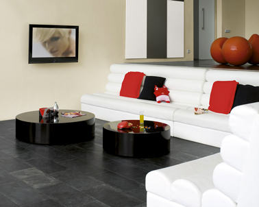 peinture salon blanc cass et touches de rouge. Black Bedroom Furniture Sets. Home Design Ideas