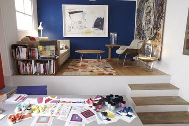 peinture salon bleu canard pour séparer l'espace salon de celui du bureau ou de la salle à manger