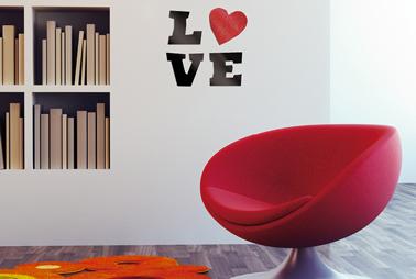 Pochoir clove grande lettre, peinture effet Gloss couleur rouge baiser de Maison Déco
