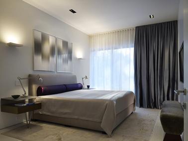 comment accrocher les rideaux dans une petite chambre. Black Bedroom Furniture Sets. Home Design Ideas