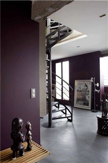 Du prune pour la d co de l 39 entr e d 39 un appartement style loft - Idee couleur hall d entree ...