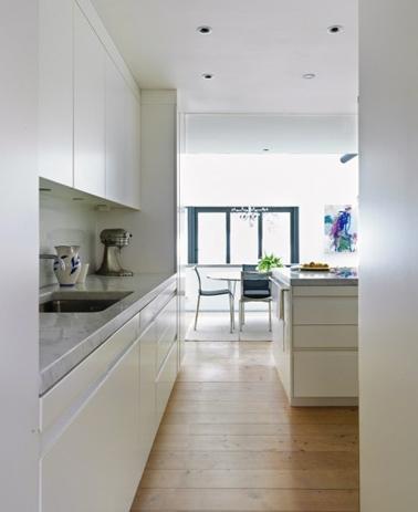 Cuisine blanche meubles design lot central sol parquet - Cuisine blanche parquet ...