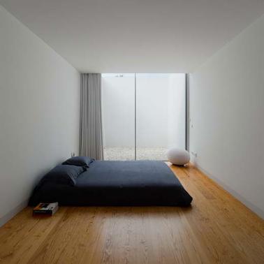 Une d co minimaliste pour agrandir une petite chambre for Deco pour une chambre