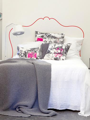 faire une t te de lit en peinture pour agrandir une petite. Black Bedroom Furniture Sets. Home Design Ideas