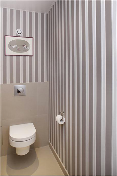 Papier peint wc rayures taupe blanc farrow ball for Farrow and ball papier peint