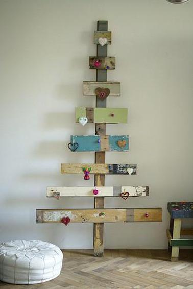 Sapin de Noël en bois fabriqué avec planches de récup