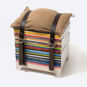 Le tabouret malin qui permet de ranger journaux et revues dans le salon