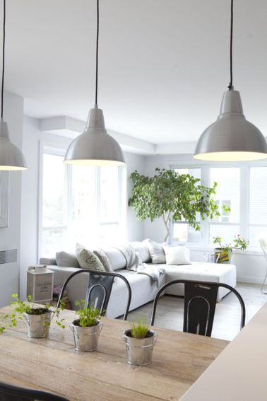 D co salon blanc repeindre le salon en blanc c 39 est chic - Photo salon gris et blanc ...