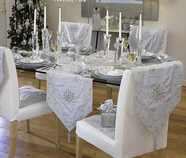 D co table de no l avec chemin de table gris argent et blanc - Chemin de table pour noel ...