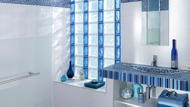 fenetre salle de bain en briques de verre blanche bleu. Black Bedroom Furniture Sets. Home Design Ideas