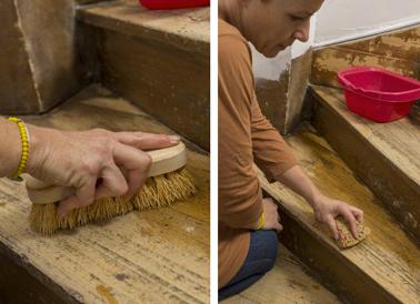 avant de peindre un escalier en bois, 1ère étape : Commencer par lessiver chaque marche à la lessive St Marc puis rincer soigneusement