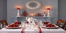 idee deco Noël rouge et blanc, boules, guirlande sapin et decoration table