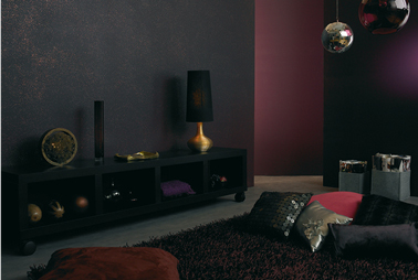 peinture effet paillette sur mur salon violet et noir. Black Bedroom Furniture Sets. Home Design Ideas