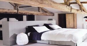 Idée de chambre grise avec la peinture couleur gris perle à anthracite et éléments de décoration et linge de lit