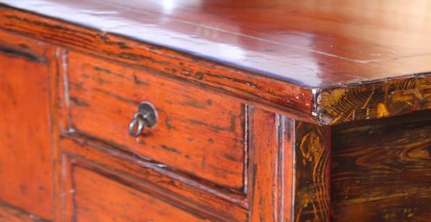 10 astuces pour d tacher un meuble en bois cir d co cool for Peut on vernir un meuble cire