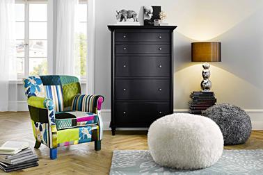 Fauteuil Helline : tissu coton polyester aux multiples couleurs pour booster la déco d'un salon noir et blanc
