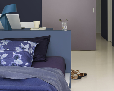 peinture chambre association de violet et bleu profond. Black Bedroom Furniture Sets. Home Design Ideas