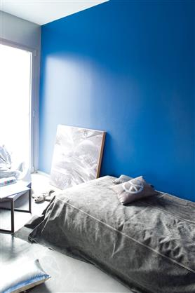 peinture chambre enfant couleur bleu intense. Black Bedroom Furniture Sets. Home Design Ideas