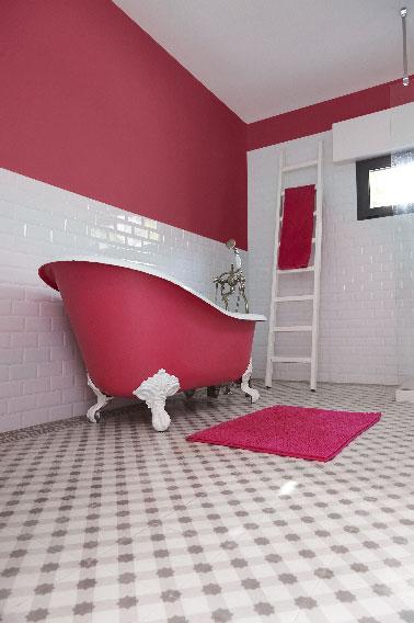chic et choc la peinture rose dans une salle de bain r tro. Black Bedroom Furniture Sets. Home Design Ideas