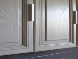 La peinture pour meuble de cuisine qui ne cache pas le bois - Peindre un meuble en chene massif ...