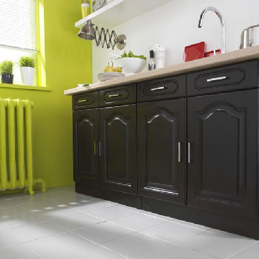Peinture pour meuble dans cuisine repeinte noir et vert anis for Peinture meuble cuisine v