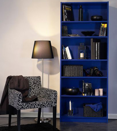 repeindre meuble tag re ikea avec peinture bleu outremer. Black Bedroom Furniture Sets. Home Design Ideas