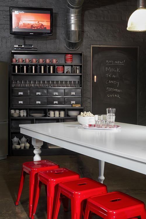 Cuisine rouge et noir style r tro chic - Mur peint en noir ...