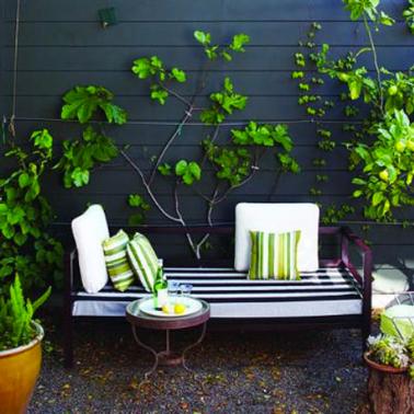 Deco petite terrasse design noir et blanc for Idee petite terrasse