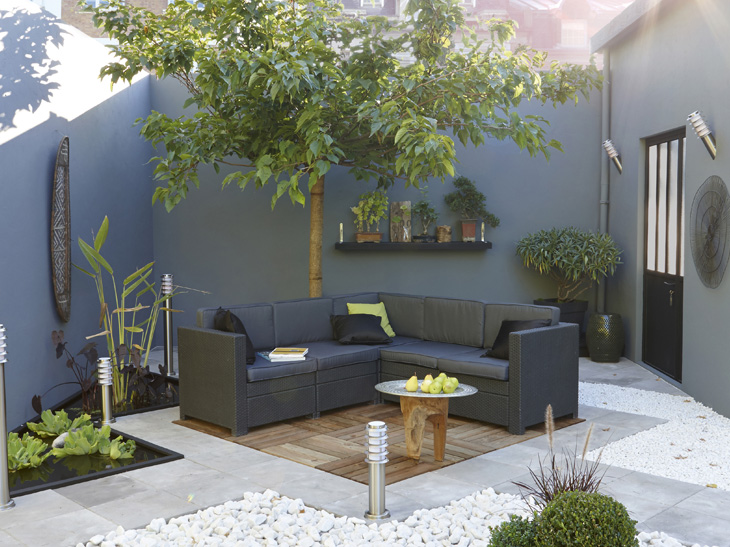 D co terrasse bois et galets salon de jardin gris for Decoration terrasse jardin