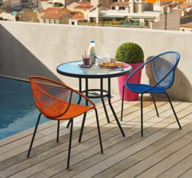 chaise de jardin tressee couleur orange et bleu style retro pour deco terrasse pop. Black Bedroom Furniture Sets. Home Design Ideas
