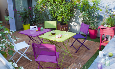 chaises et table jardin pliante couleur violet et vert castorama. Black Bedroom Furniture Sets. Home Design Ideas