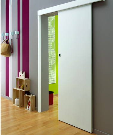 La porte coulissante l 39 astuce gain de place efficace for Porte salon en bois
