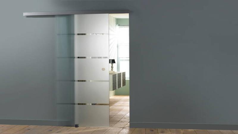 Porte coulissante en verre bois pour gagner de la place for Porte de salon en bois design