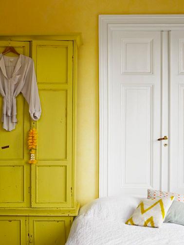 Couleur chambre peinture jaune orangé armoire jaune citron