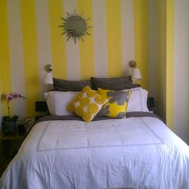 d co chambre rayures de peinture jaune et blanc cass. Black Bedroom Furniture Sets. Home Design Ideas