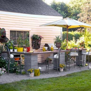 Fabriquer comptoir bar jardin avec parpaing et plateau bois - Fabriquer comptoir bar ...