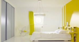 idee decoration chambre adulte et enfant avec une peinture couleur jaune