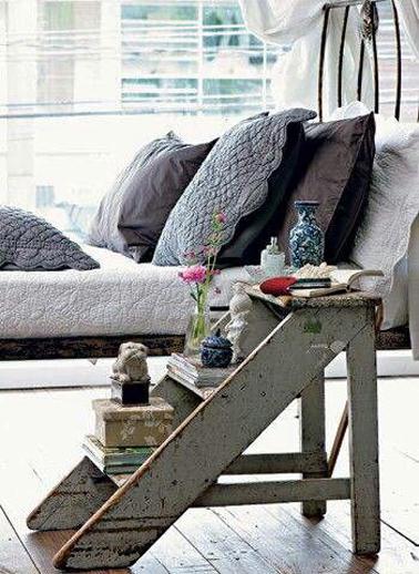 D co chambre id e r cup avec escabeau en table de chevet for Idee table de chevet