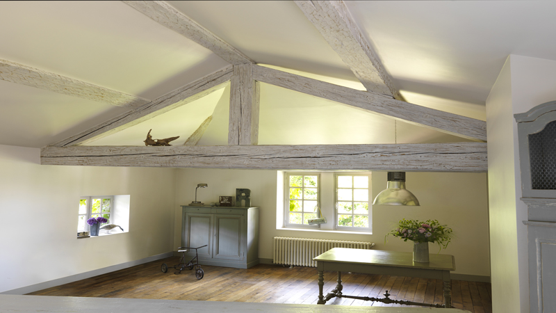 Peindre du lambris sans poncer c 39 est le top d co cool for Decoration maison quelle couleur peindre poutre bois plafond bois