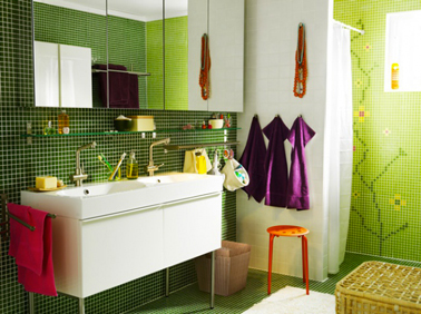couleurs salle de bain mosaique verte ikea serviette bain prune. Black Bedroom Furniture Sets. Home Design Ideas