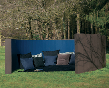 peindre claustra terrasse en bois en couleur bleu et teck. Black Bedroom Furniture Sets. Home Design Ideas