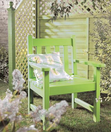 Peindre fauteuil de jardin en bois couleur vert anis for Fauteuil de jardin en bois
