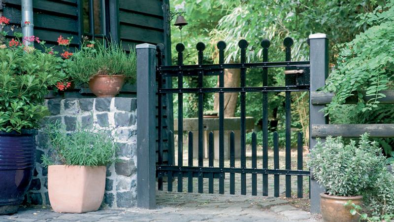 Peindre une porte ou un placard sans d caper deco cool for Peindre du fer rouille