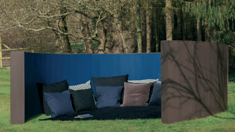 repeindre son mobilier de jardin avec de belles couleurs i d co cool. Black Bedroom Furniture Sets. Home Design Ideas