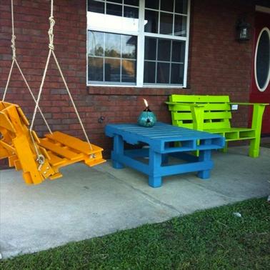 6 tables en palettes pour un jardin hyper sympa i deco cool - Peinture pour table en bois ...