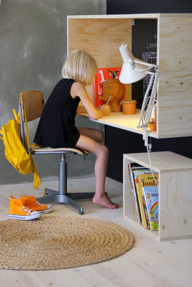 fabriquer un bureau en bois pour enfant hyper sympa diy. Black Bedroom Furniture Sets. Home Design Ideas