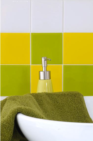 carreaux adh sif pour fa ence salle de bain couleur vert jaune. Black Bedroom Furniture Sets. Home Design Ideas